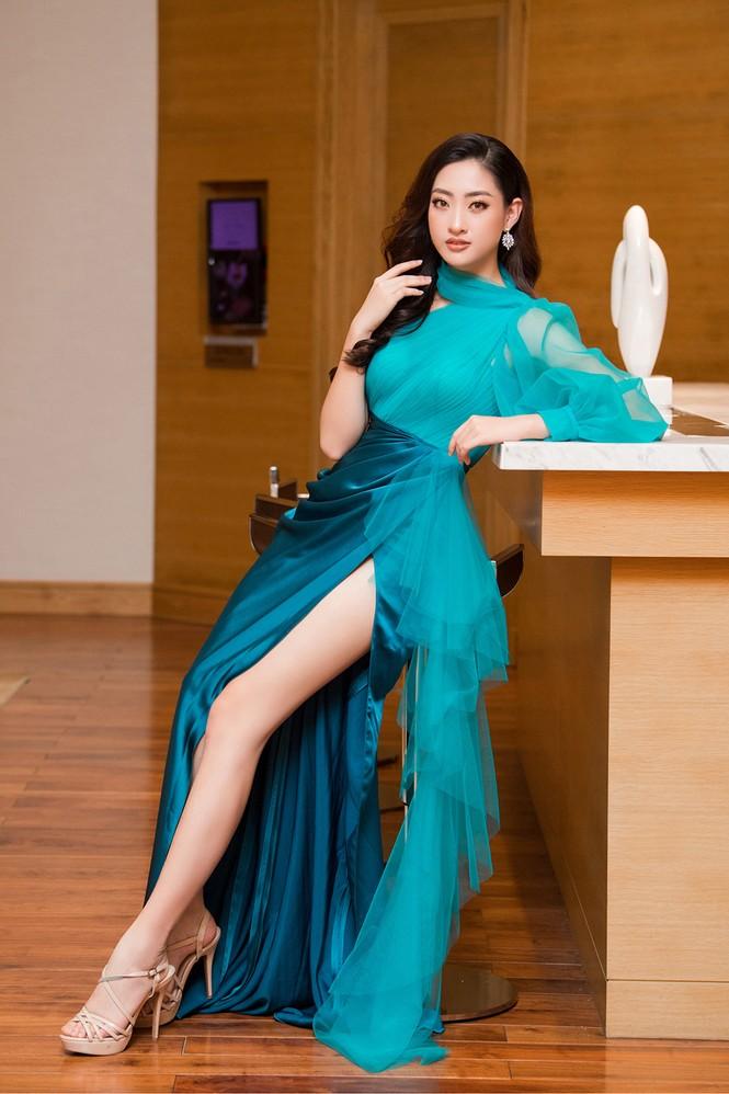 Tiểu Vy, Lương Thuỳ Linh đẹp 'bất phân thắng bại' với váy cắt xẻ gợi cảm - ảnh 8