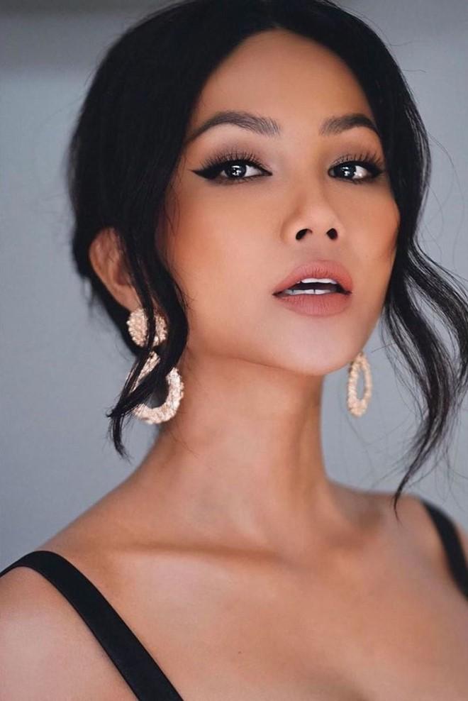 H'Hen Niê làm MC, hội ngộ Hoàng Thuỳ Linh ở bán kết Hoa hậu Hoàn vũ VN 2019 - ảnh 1