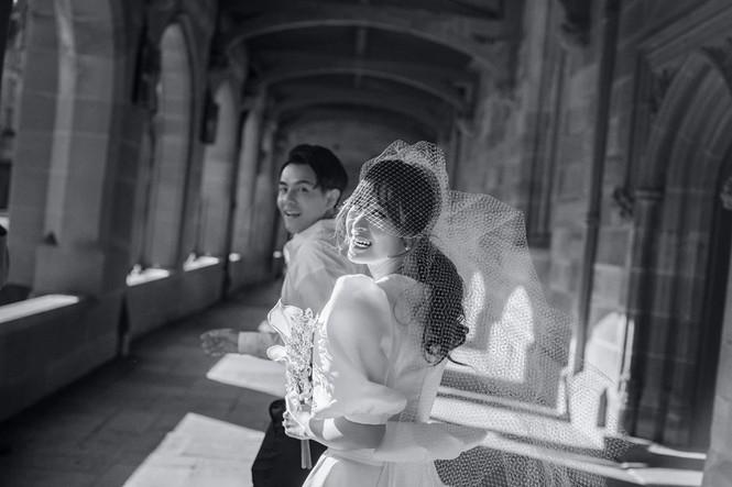 Đông Nhi - Ông Cao Thắng tung ảnh cưới đen trắng đẹp như mơ ở Sydney - ảnh 3