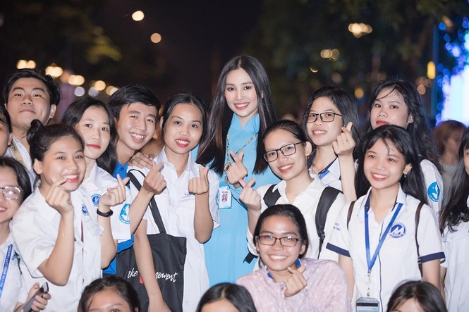 H'Hen Niê khen hết lời, dự đoán Hoàng Thuỳ giành vương miện Miss Universe 2019 - ảnh 7