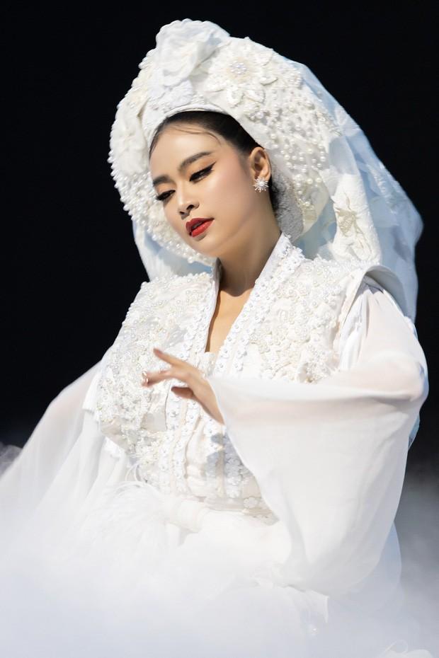 H'Hen Niê làm MC, hội ngộ Hoàng Thuỳ Linh ở bán kết Hoa hậu Hoàn vũ VN 2019 - ảnh 2