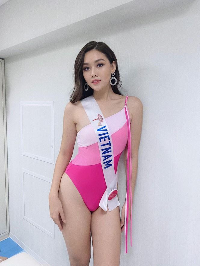 Diện bikini hồng, Tường San khoe trọn hình thể 'mướt mắt' tại Hoa hậu Quốc tế - ảnh 1