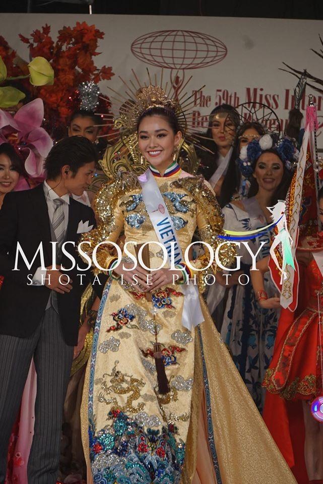 Khoảnh khắc đẹp: Tường San cúi người chỉnh váy cho Hoa hậu Indonesia ở hậu trường - ảnh 8
