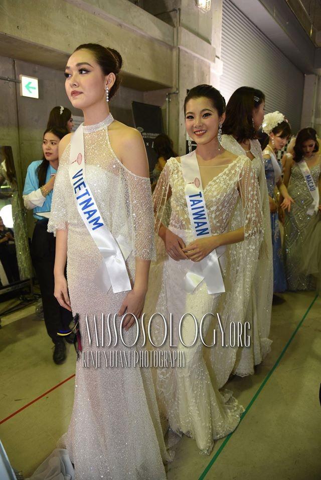 Khoảnh khắc đẹp: Tường San cúi người chỉnh váy cho Hoa hậu Indonesia ở hậu trường - ảnh 6