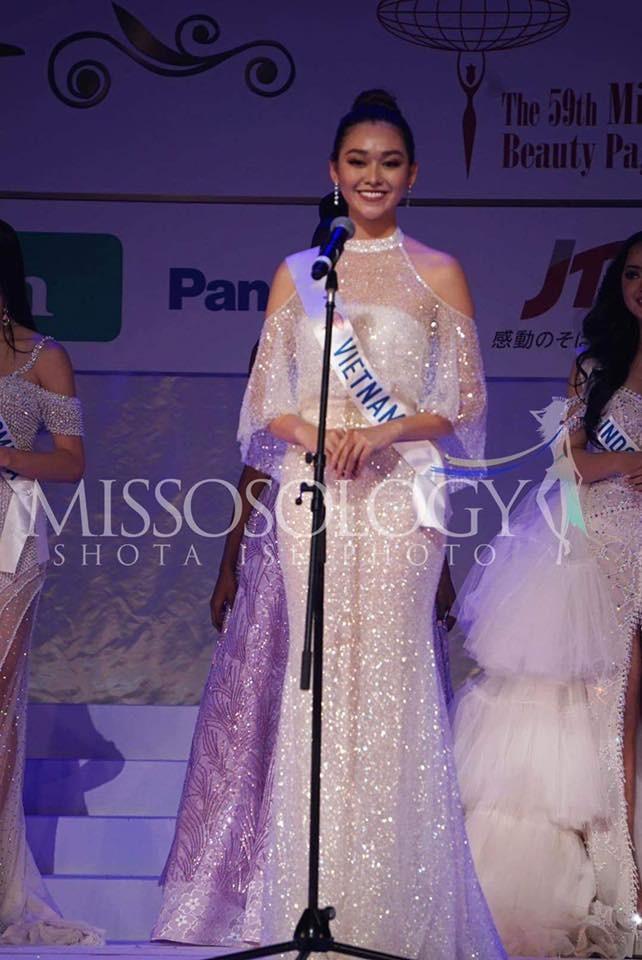 Khoảnh khắc đẹp: Tường San cúi người chỉnh váy cho Hoa hậu Indonesia ở hậu trường - ảnh 11