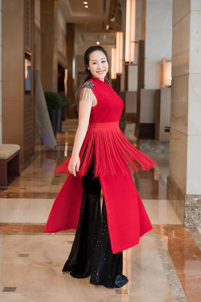 Tái xuất sau khi sinh con, Ngô Phương Lan rạng rỡ thử đồ để dự show thời trang - ảnh 4