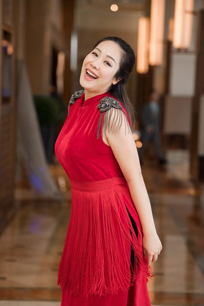 Tái xuất sau khi sinh con, Ngô Phương Lan rạng rỡ thử đồ để dự show thời trang - ảnh 5