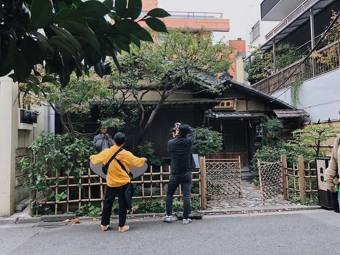 Tường San rạng rỡ trên đường phố Nhật Bản, tiết lộ ngày trở về Việt Nam - ảnh 5