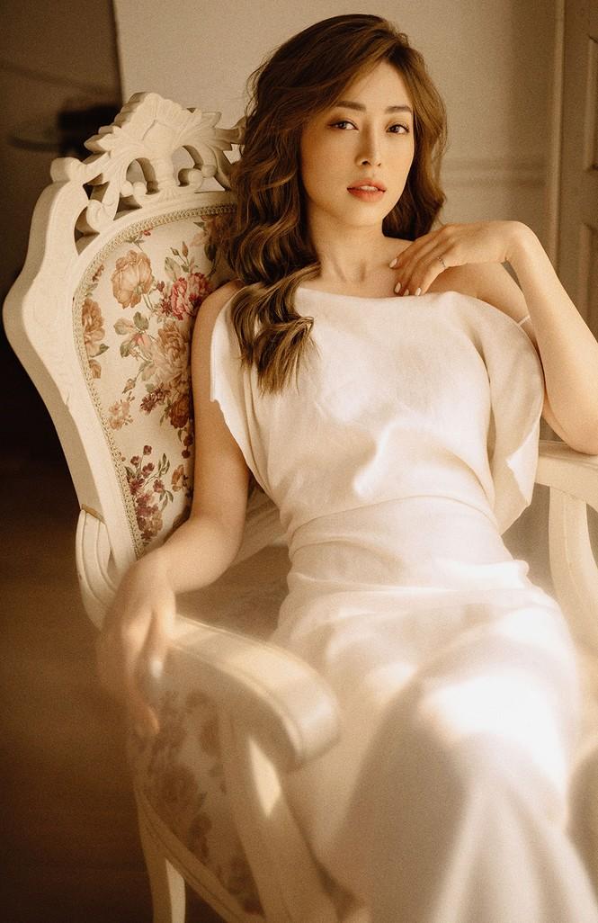Sau nghi vấn kết hôn, Á hậu Phương Nga hóa nàng thơ trong bộ ảnh mừng sinh nhật - ảnh 2