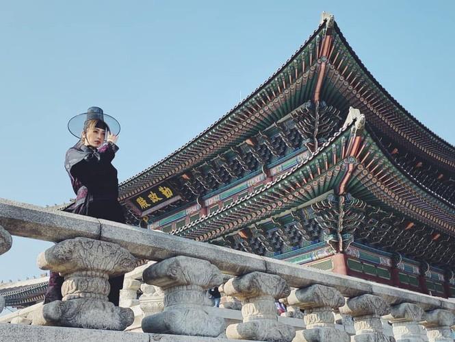 Mai Phương Thuý hờ hững áo vest khoe vòng một gợi cảm khiến fans 'bỏng mắt'  - ảnh 7