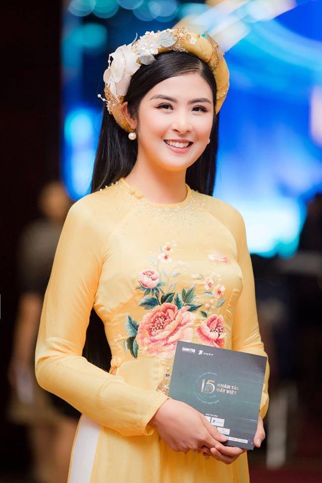 Tiểu Vy khoe eo 'con kiến' gợi cảm, Hoàng Thuỳ cá tính với vest kín bưng - ảnh 7