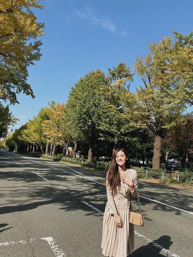 Mai Phương Thuý hờ hững áo vest khoe vòng một gợi cảm khiến fans 'bỏng mắt'  - ảnh 2