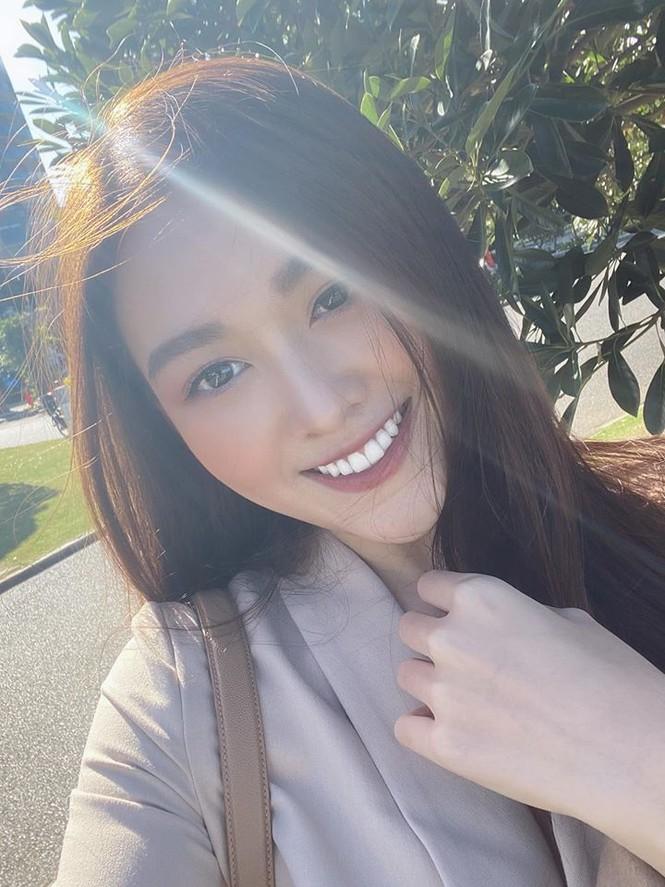 Mai Phương Thuý hờ hững áo vest khoe vòng một gợi cảm khiến fans 'bỏng mắt'  - ảnh 4