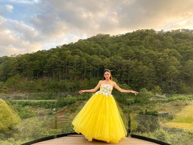 Mai Phương Thuý hờ hững áo vest khoe vòng một gợi cảm khiến fans 'bỏng mắt'  - ảnh 10