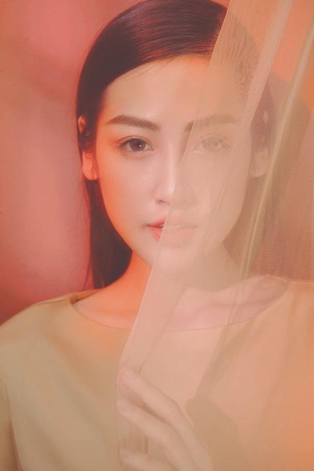 Mai Phương Thuý hờ hững áo vest khoe vòng một gợi cảm khiến fans 'bỏng mắt'  - ảnh 12