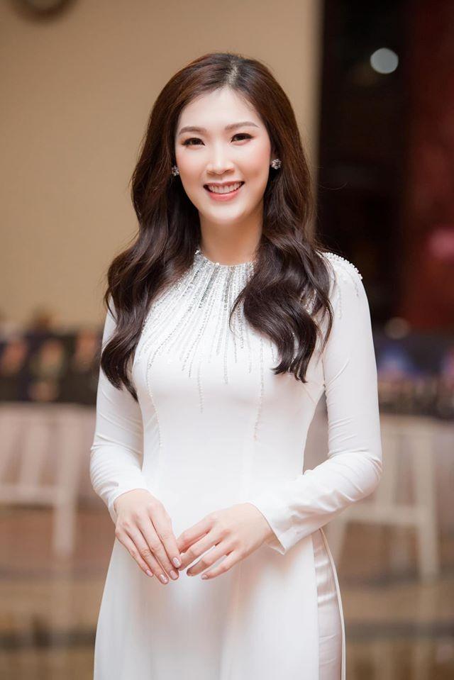 Tiểu Vy khoe eo 'con kiến' gợi cảm, Hoàng Thuỳ cá tính với vest kín bưng - ảnh 8
