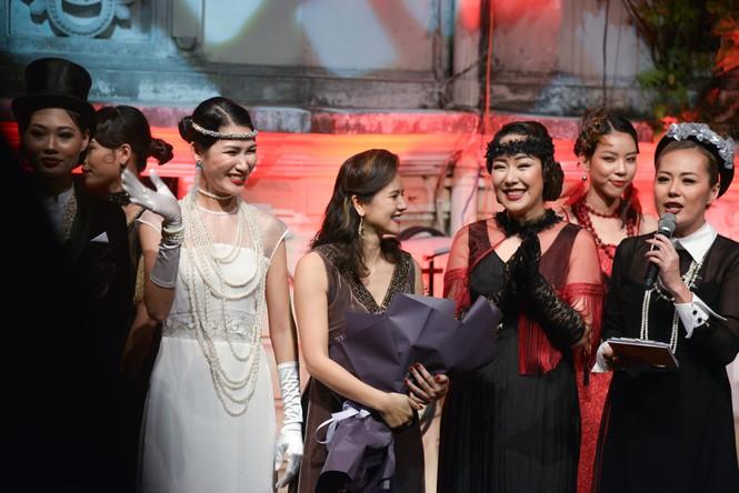 Ngô Phương Lan bất ngờ diễn mở màn show thời trang dù mới sinh con 8 tháng - ảnh 11