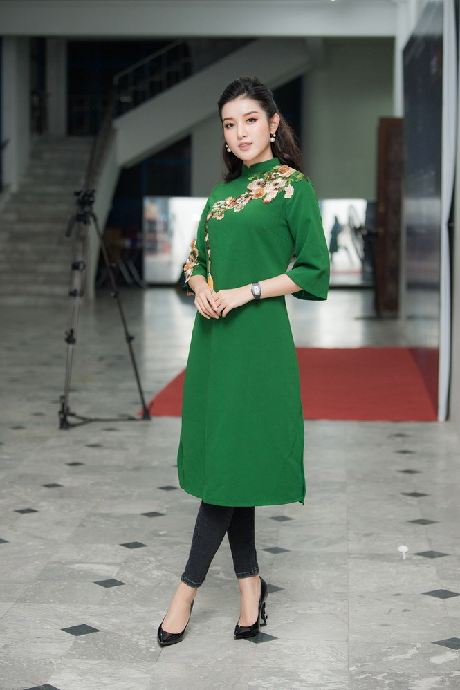 Mai Phương Thuý hờ hững áo vest khoe vòng một gợi cảm khiến fans 'bỏng mắt'  - ảnh 13
