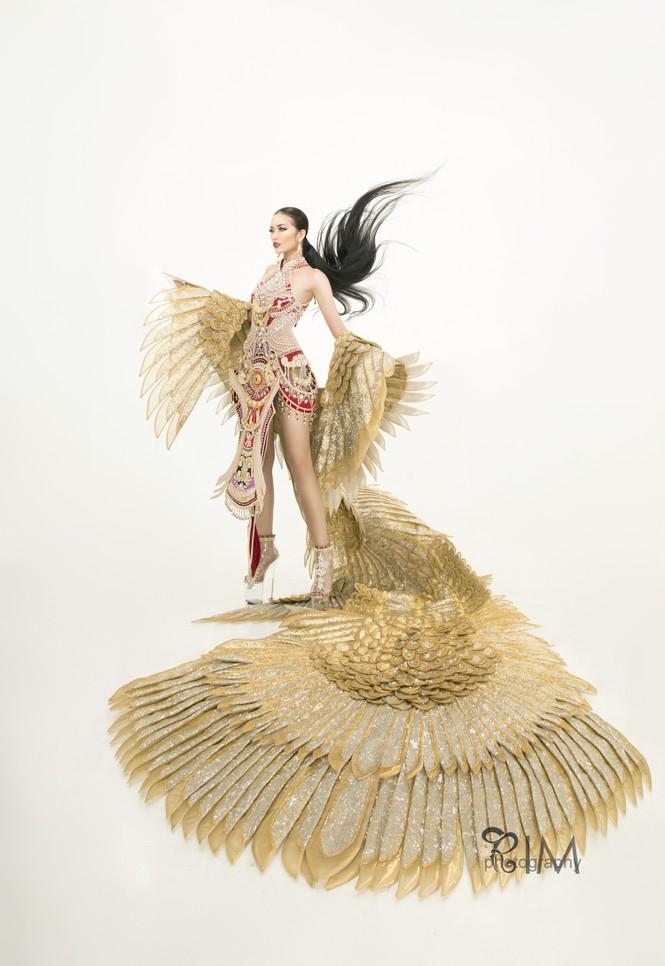Ngọc Châu hé lộ quốc phục hoành tráng dài hơn 5m ở Hoa hậu Siêu quốc gia - ảnh 5