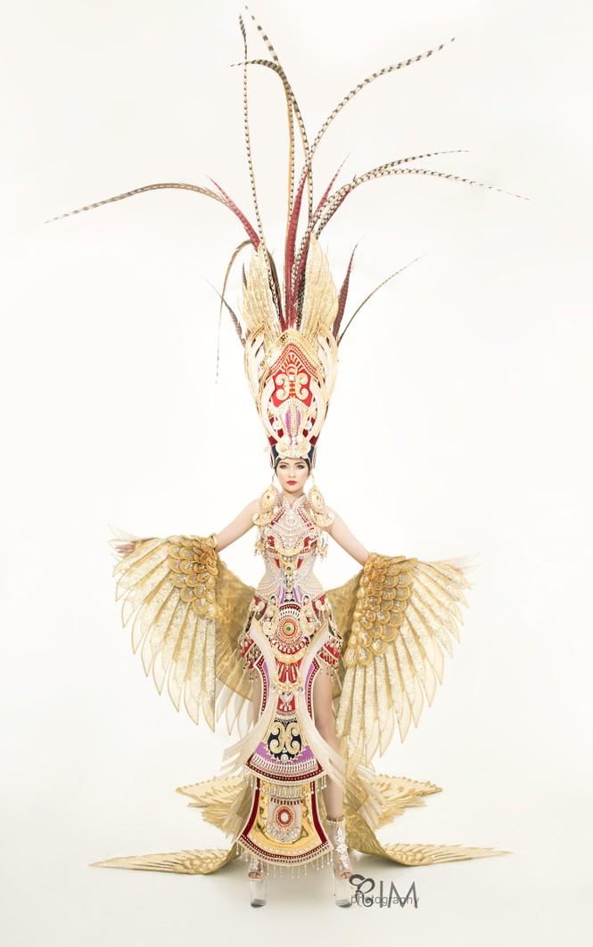 Ngọc Châu hé lộ quốc phục hoành tráng dài hơn 5m ở Hoa hậu Siêu quốc gia - ảnh 6