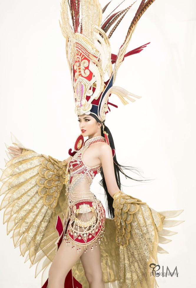 Ngọc Châu hé lộ quốc phục hoành tráng dài hơn 5m ở Hoa hậu Siêu quốc gia - ảnh 7