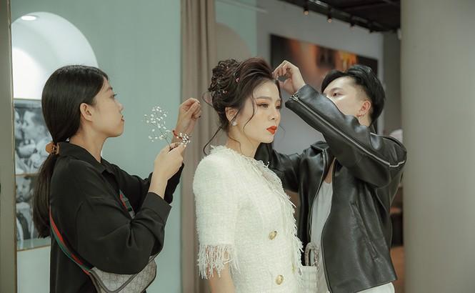 Hoa hậu Nguyễn Thị Huyền váy xẻ gợi cảm, Lệ Quyên khoe ngực đầy hút mắt - ảnh 5