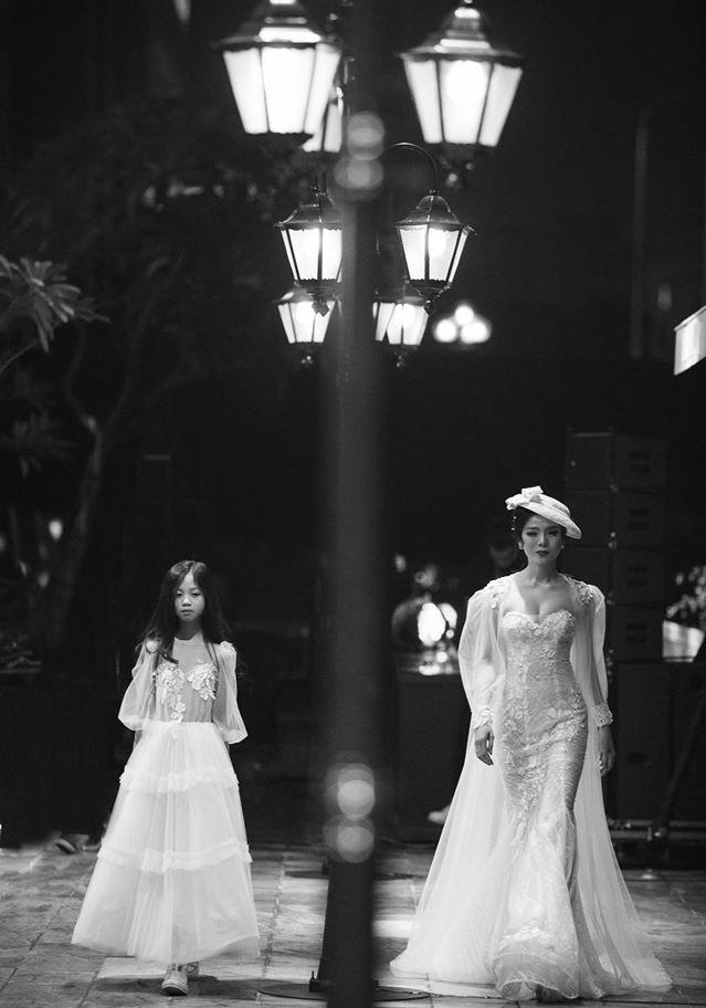 Hoa hậu Nguyễn Thị Huyền váy xẻ gợi cảm, Lệ Quyên khoe ngực đầy hút mắt - ảnh 9