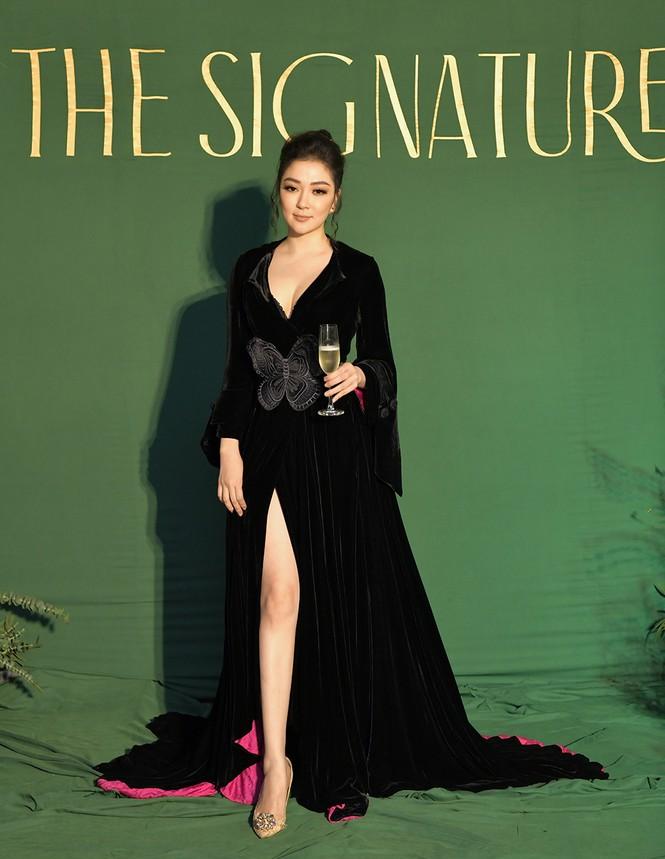 Hoa hậu Nguyễn Thị Huyền váy xẻ gợi cảm, Lệ Quyên khoe ngực đầy hút mắt - ảnh 1