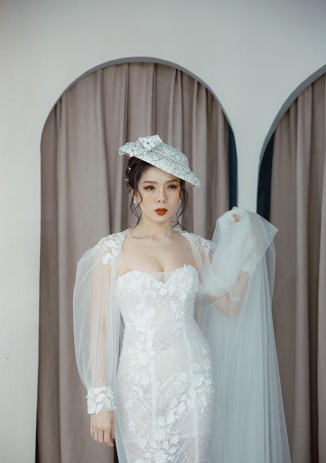 Hoa hậu Nguyễn Thị Huyền váy xẻ gợi cảm, Lệ Quyên khoe ngực đầy hút mắt - ảnh 7