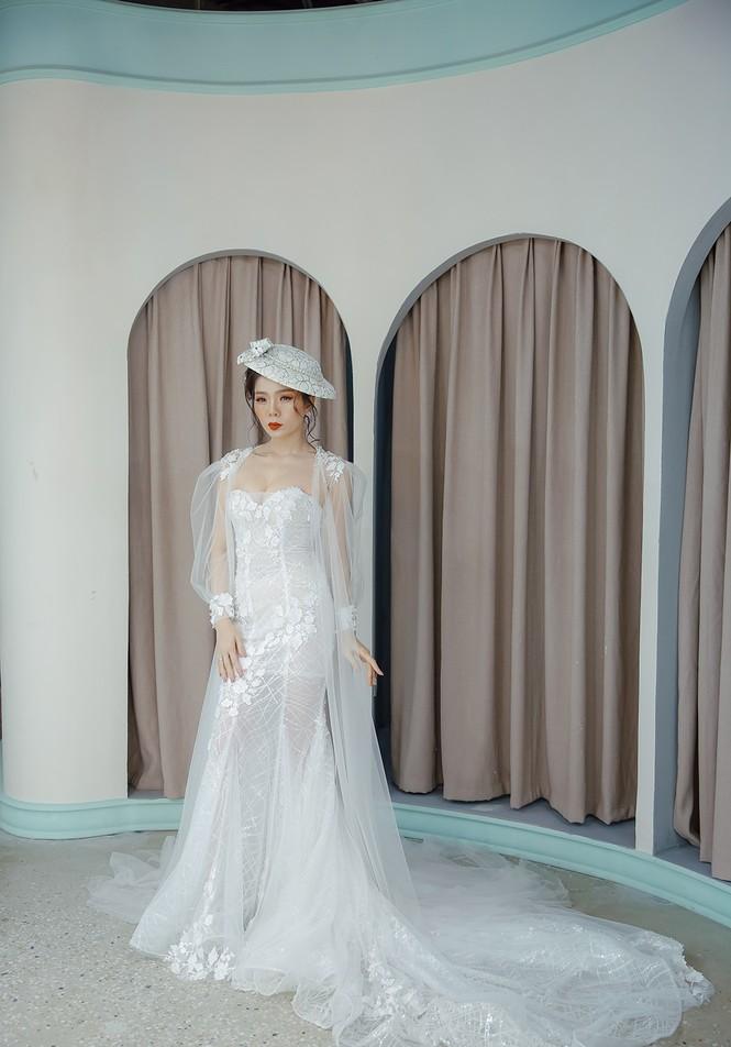 Hoa hậu Nguyễn Thị Huyền váy xẻ gợi cảm, Lệ Quyên khoe ngực đầy hút mắt - ảnh 8