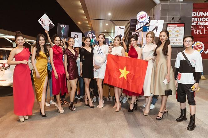Lương Thuỳ Linh và dàn Hoa hậu đính đám làm 'náo loạn' sân bay lúc nửa đêm - ảnh 1