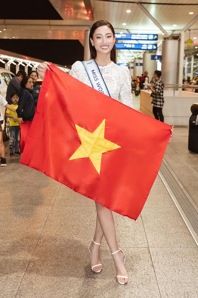 Lương Thuỳ Linh và dàn Hoa hậu đính đám làm 'náo loạn' sân bay lúc nửa đêm - ảnh 2