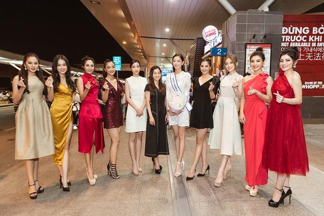 Lương Thuỳ Linh và dàn Hoa hậu đính đám làm 'náo loạn' sân bay lúc nửa đêm - ảnh 10