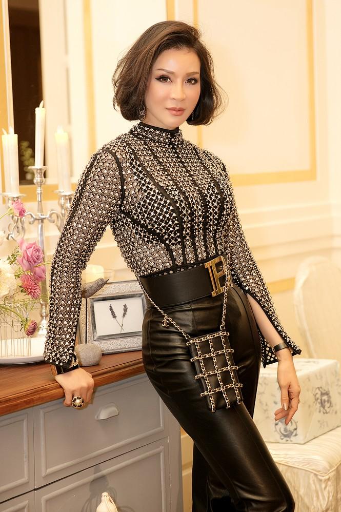 MC U50 Thanh Mai tự tin khoe vòng eo 58 cm bên đàn em Vũ Thu Phương - ảnh 3
