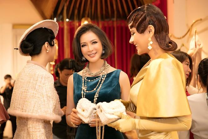 MC U50 Thanh Mai tự tin khoe vòng eo 58 cm bên đàn em Vũ Thu Phương - ảnh 10
