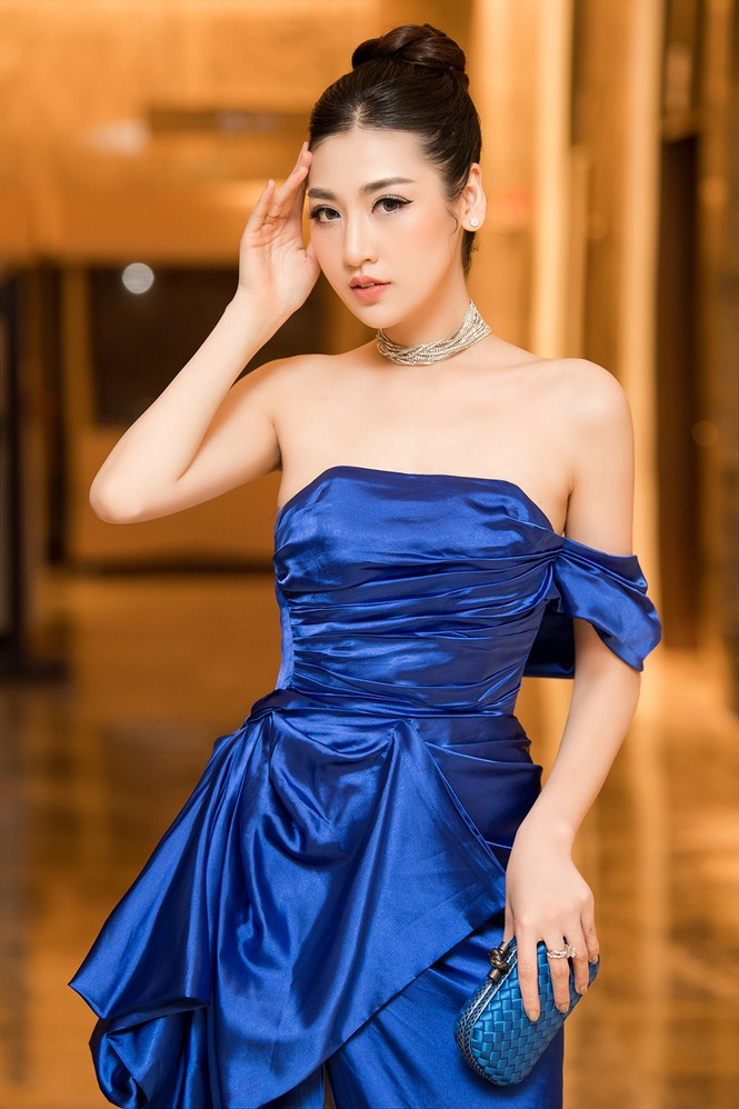Tú Anh, Huyền My diện váy xẻ 'cao ngút' khoe chân dài gợi cảm  - ảnh 11