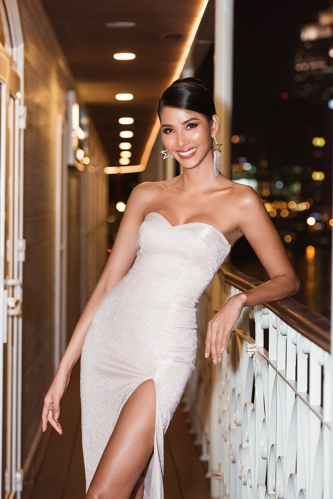 Hoàng Thuỳ khoe ngực đầy, hội ngộ H'Hen Niê trước khi sang Mỹ thi Miss Universe - ảnh 2