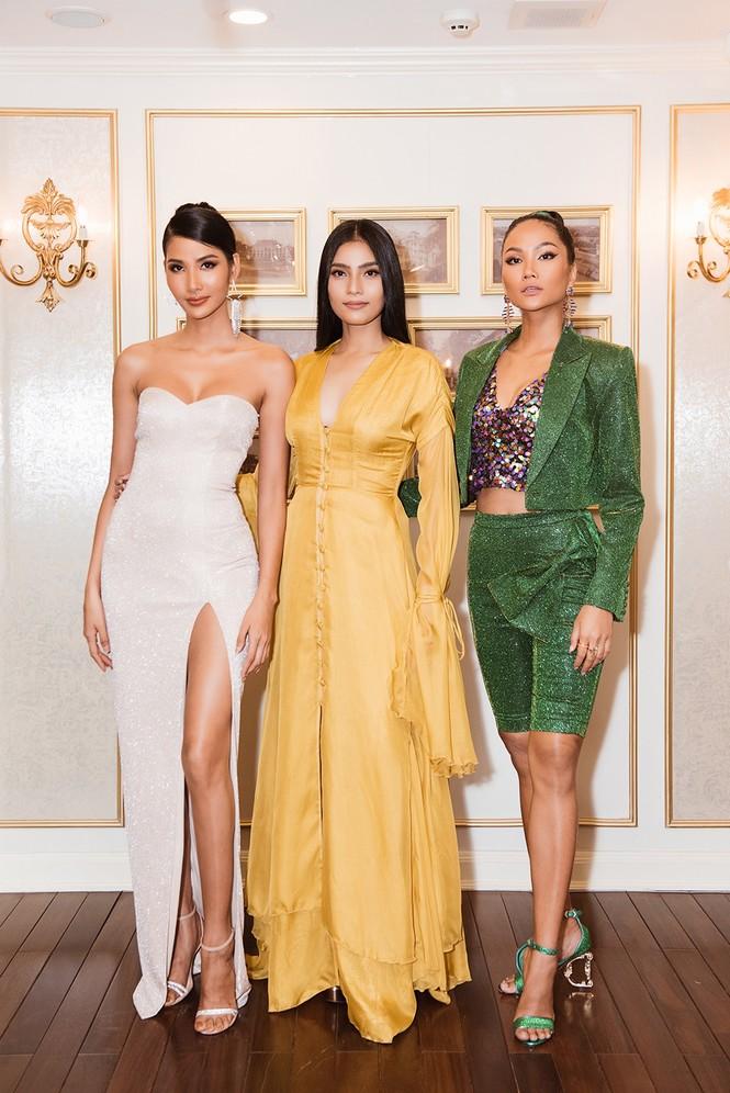Hoàng Thuỳ khoe ngực đầy, hội ngộ H'Hen Niê trước khi sang Mỹ thi Miss Universe - ảnh 4