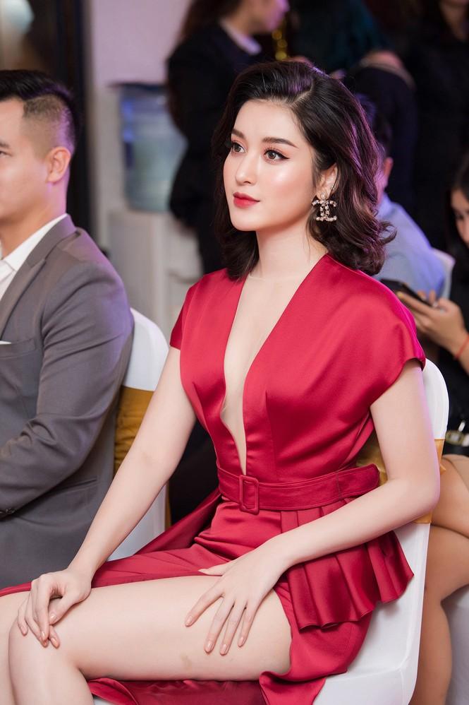 Tú Anh, Huyền My diện váy xẻ 'cao ngút' khoe chân dài gợi cảm  - ảnh 2