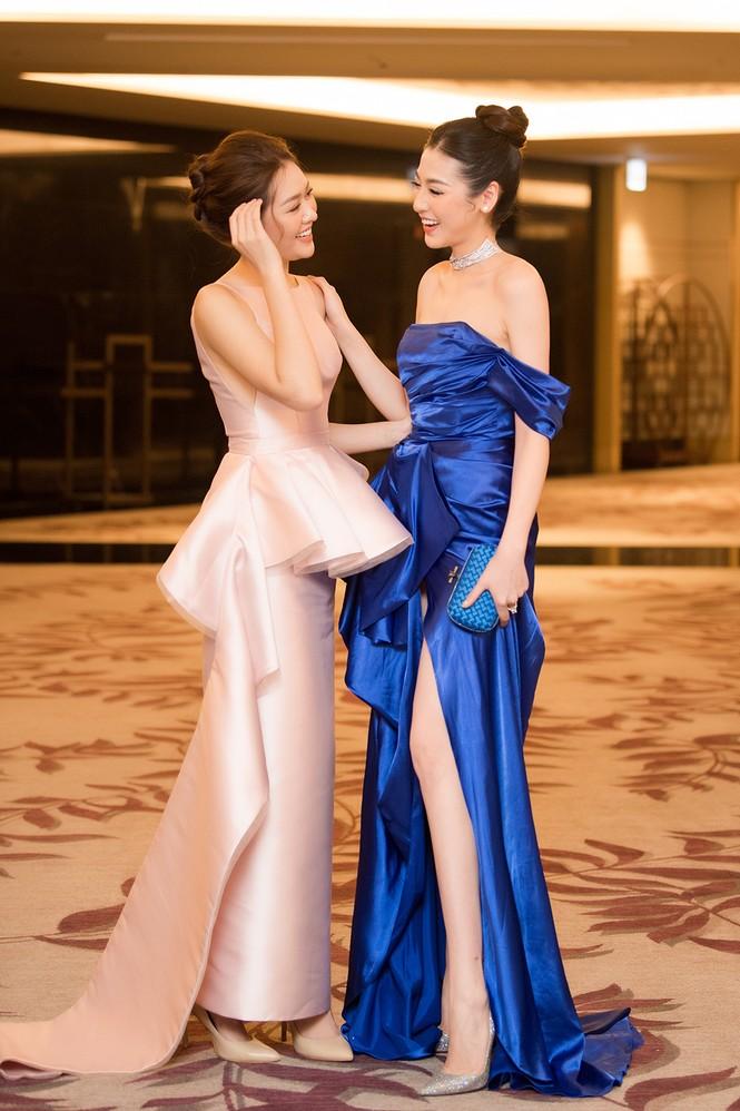 Tú Anh, Huyền My diện váy xẻ 'cao ngút' khoe chân dài gợi cảm  - ảnh 13