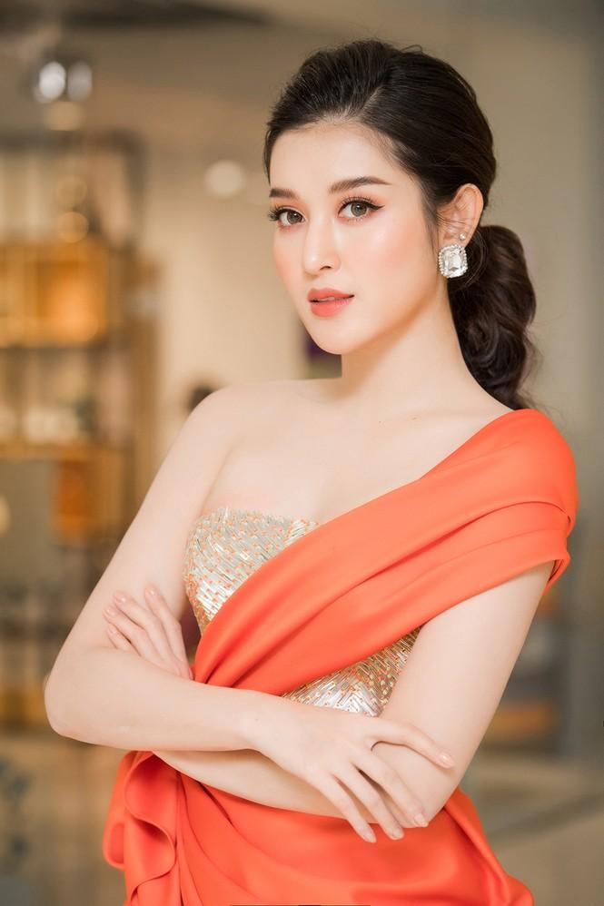 Tú Anh, Huyền My diện váy xẻ 'cao ngút' khoe chân dài gợi cảm  - ảnh 6