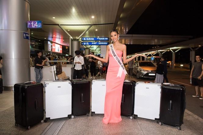 H'Hen Niê 'náo loạn' sân bay, tiễn Hoàng Thuỳ đi Mỹ dự thi Miss Universe  - ảnh 4