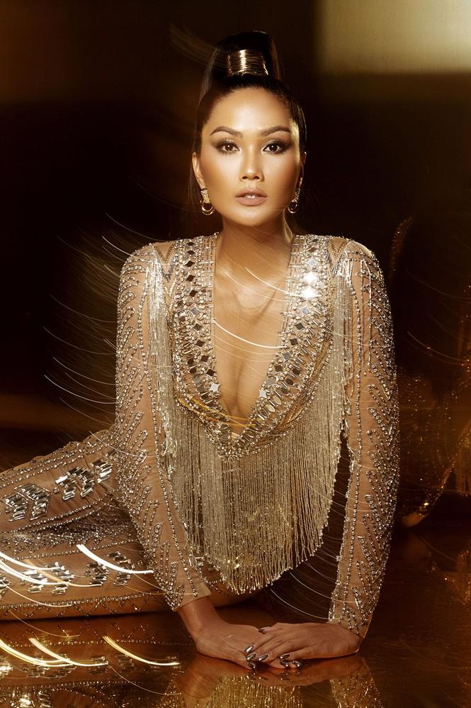 H'Hen Niê nóng bỏng hết cỡ trong bộ ảnh khép lại 2 năm nhiệm kỳ Hoa hậu - ảnh 6