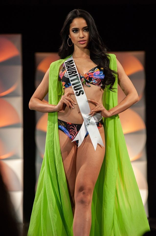 Màn diễn bikini 'rực lửa' của Hoàng Thuỳ và dàn thí sinh ở bán kết Miss Universe - ảnh 17