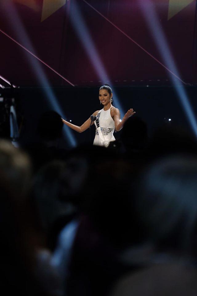 Hoàng Thuỳ: Các thí sinh vote tôi vào top 3, Hoa hậu Nam Phi nghĩ tôi đăng quang - ảnh 4