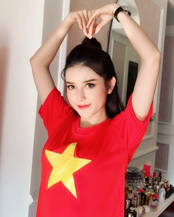 Dàn Hoa, Á hậu hừng hực khí thế chờ xuống đường mừng U22 Việt Nam vô địch! - ảnh 5