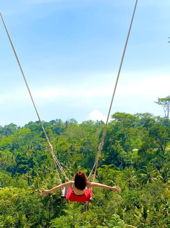 Thuý Ngân hiếm hoi diện bikini, khoe vòng eo 'con kiến' nóng bỏng ở Bali - ảnh 9