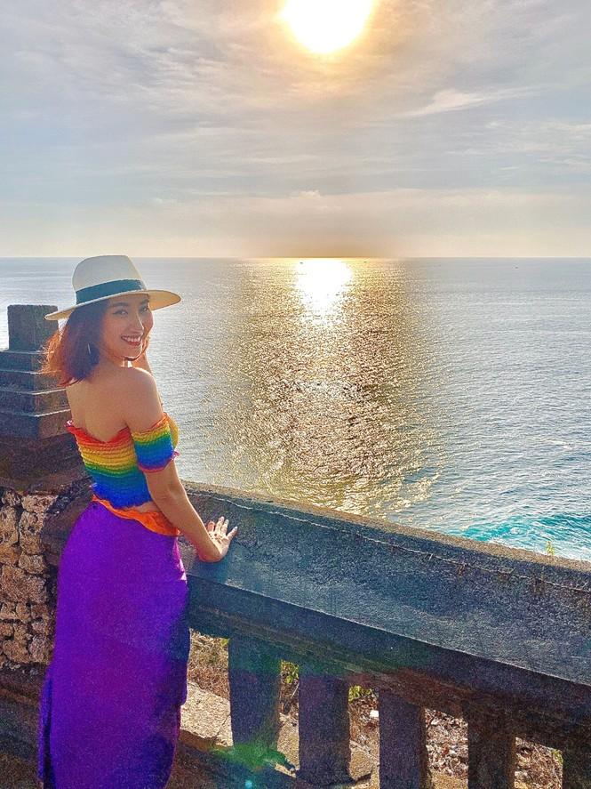 Thuý Ngân hiếm hoi diện bikini, khoe vòng eo 'con kiến' nóng bỏng ở Bali - ảnh 7