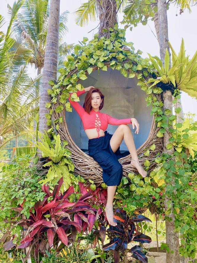 Thuý Ngân hiếm hoi diện bikini, khoe vòng eo 'con kiến' nóng bỏng ở Bali - ảnh 4
