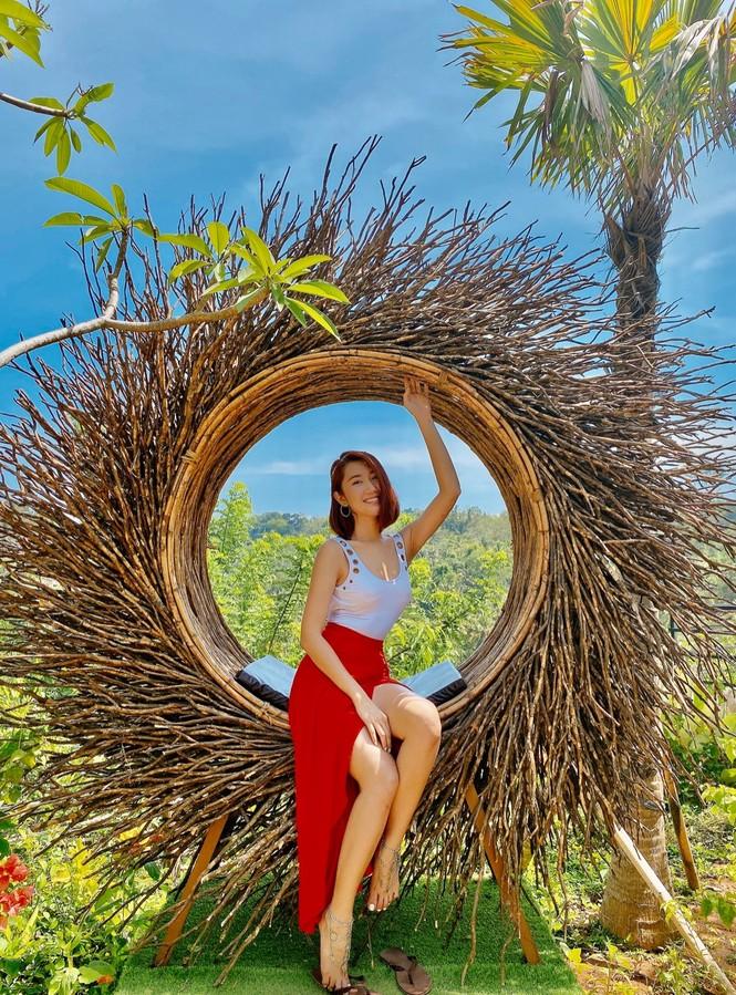 Thuý Ngân hiếm hoi diện bikini, khoe vòng eo 'con kiến' nóng bỏng ở Bali - ảnh 3